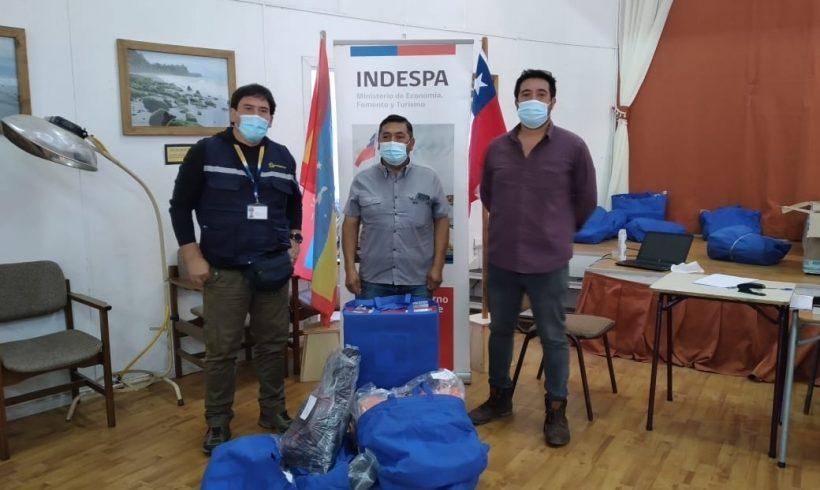 Municipalidad de Queilen entregó ropa de trabajo a recolectores de orilla de la comuna